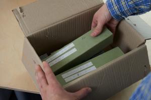 Verpackung von Medien in Karton