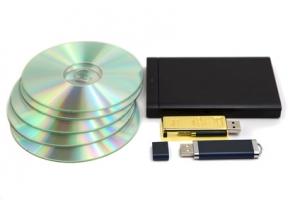 Ideale Datenträger: DVDs, USB-Sticks und Festplatten sind bestens dafür geeignet, um digitalisierte Filme zu archivieren.