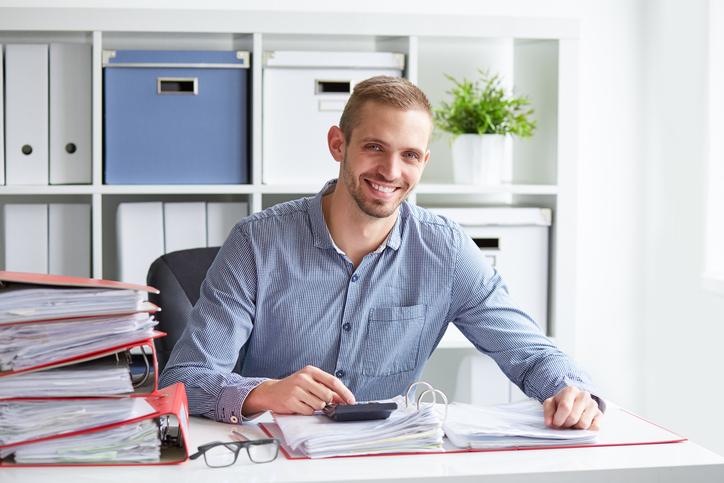 Steuerfachangestelllter bei der Arbeit