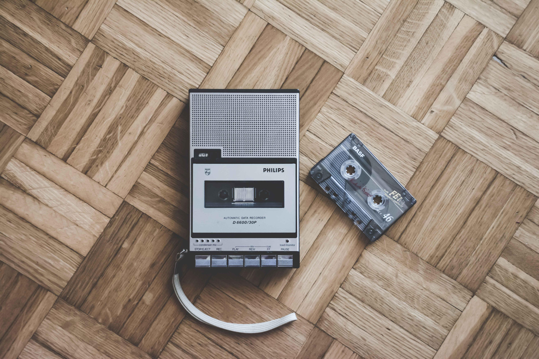 Walkman und Kompaktkassette: Die Geschichte der Audiokassette bei MEDIAFIX.