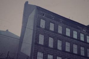 Zugemauerte Fenster an der Bernauer Straße